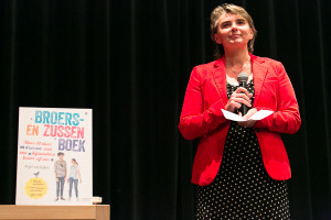 Presentatie Broers- en Zussenboek 10 september 2013 Journaliste Anjet van Dijken Pediatrisch psycholoog Martha Grootenhuis en alle geinterviewde BRUSSEN!